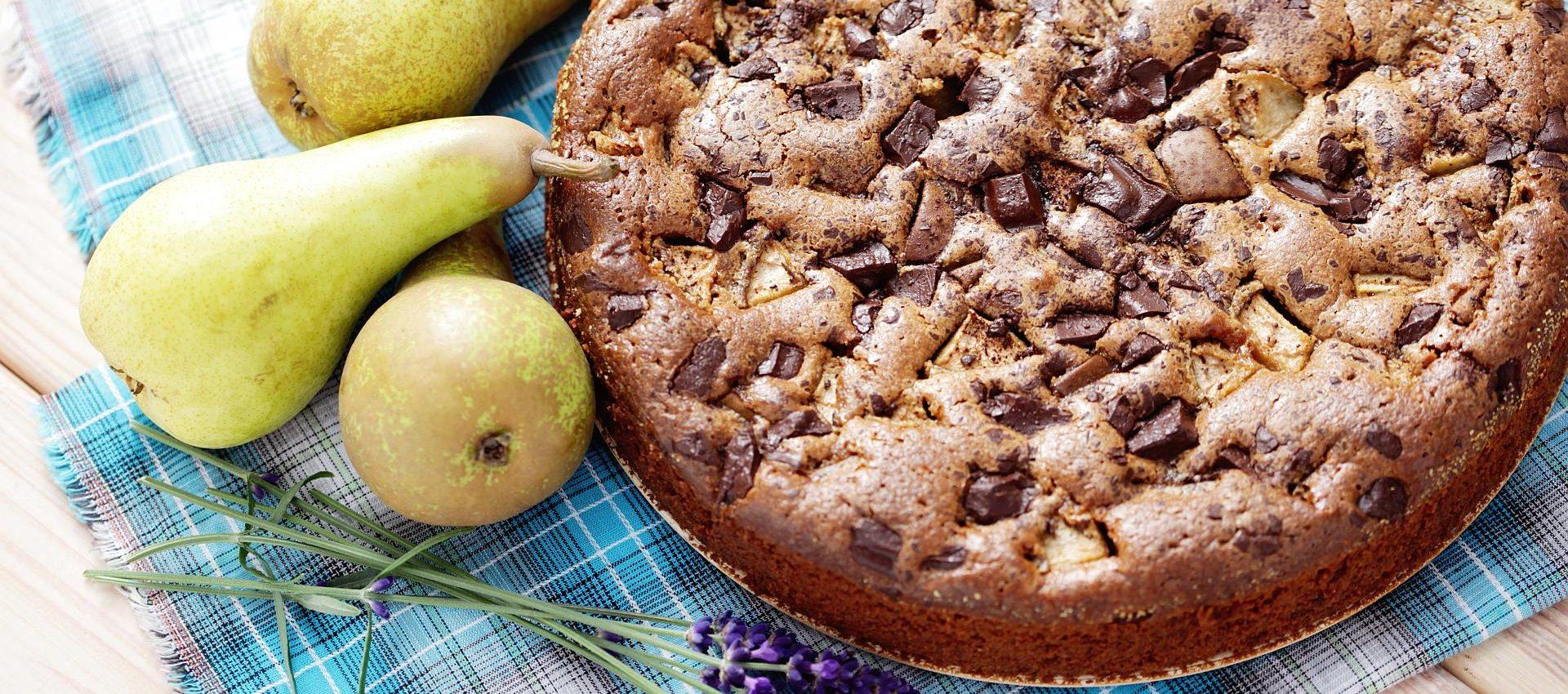 Čokoladna torta s kruškama