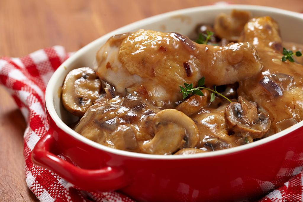 Piletina s umakom od gljiva