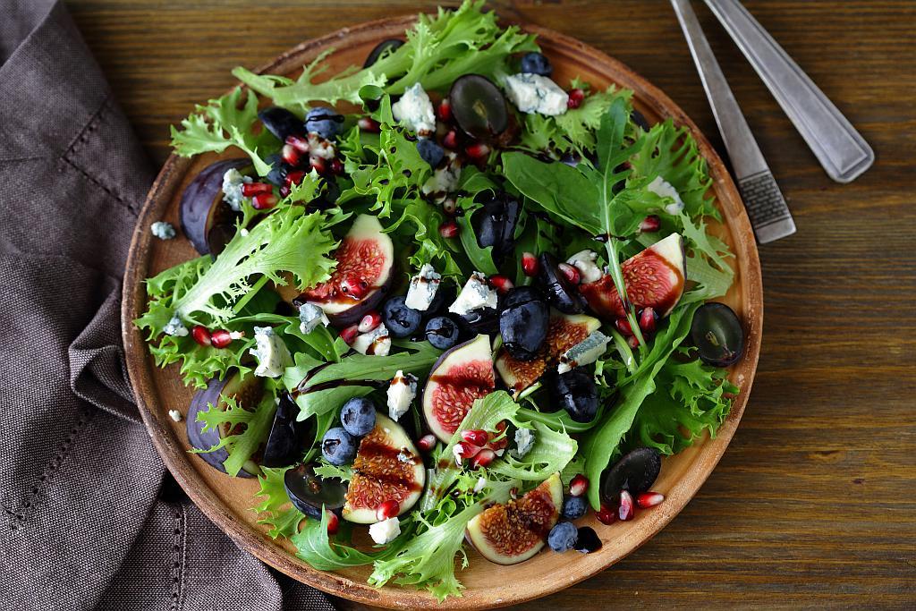 Salata od smokava i borovnica