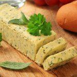maslac sa začinskim biljem