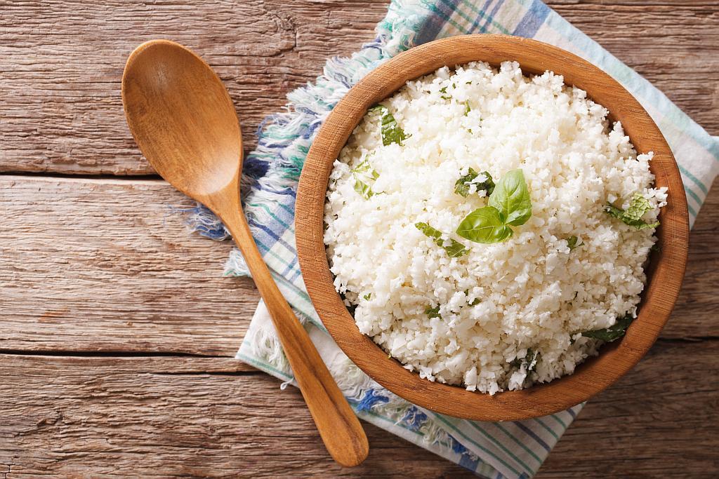 riza na bijelo
