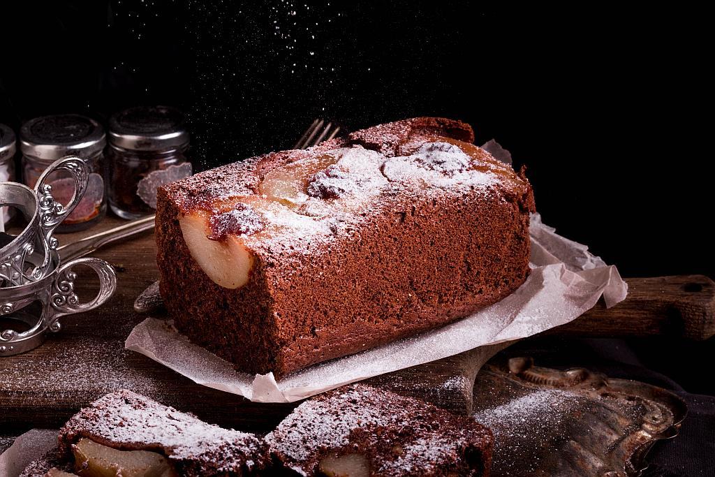 čokoladna biskvit torta s kruškama