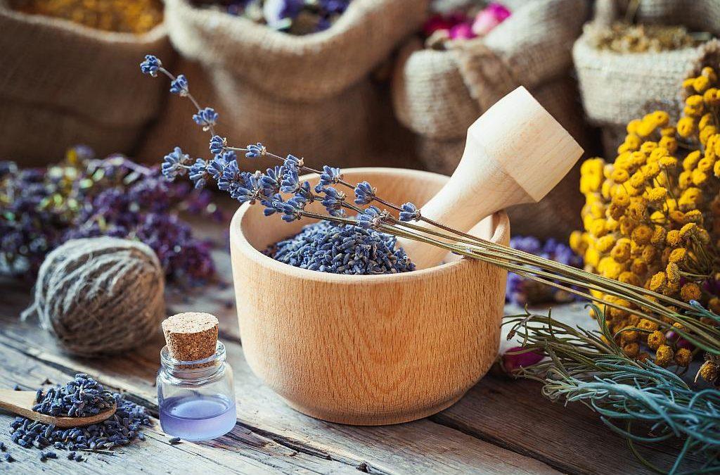 Zašto koristiti i kako napraviti eterično ulje od lavande