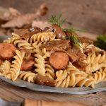 tjestenina s gljivama i kobasicama