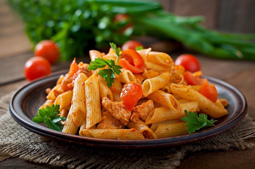 tjestenina s piletinom i rajčicama