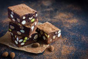 cokoladni kolac s orasastim plodovima