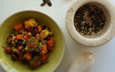 Salata od cvjetače i muškatne tikve s preljevom od kurkume